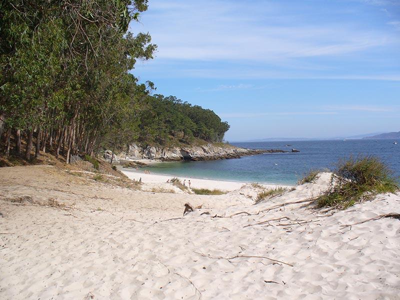 playa de figueiras islas cies